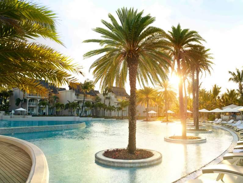La piscine du LUX* Belle Mare à l'île Maurice fait 2000 m2 et possède un coin dédié aux enfants.