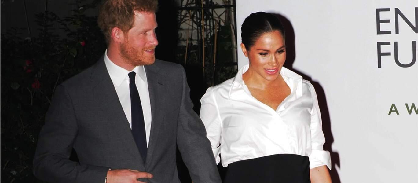 Meghan Markle porte une nouvelle robe, de nouveaux escarpins Aquazzura, et des bijoux Vanessa Tugendhaft.