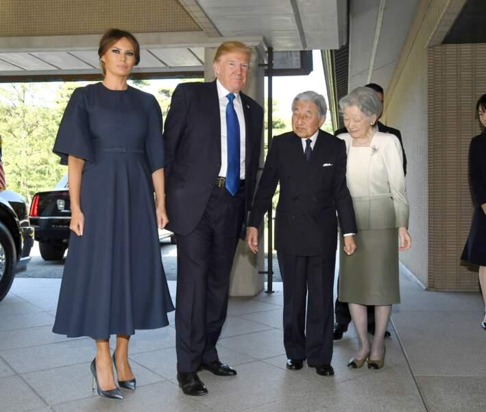 Melania Trump ultra classe en robe dior et escarpin métallisés