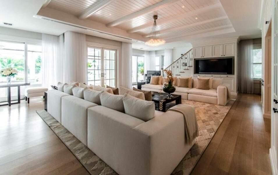 Découvrez l'intérieur de la villa de Céline, le salon