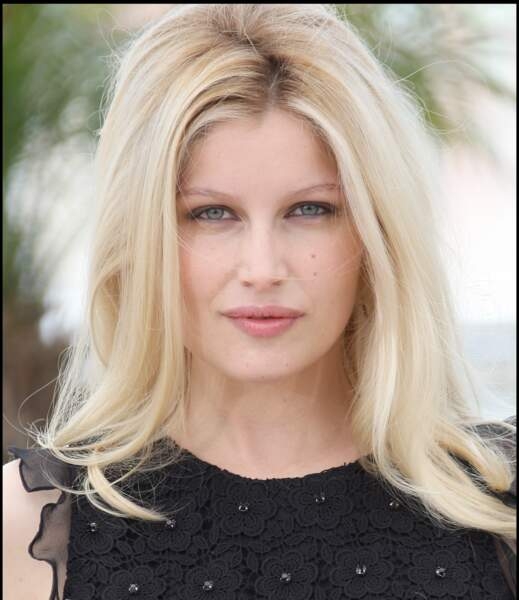 Laetitia Casta passe au platine pour incarner Bardot en 2009: saisissant!