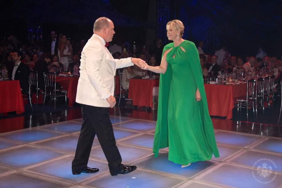 Albert et Charlene ont investi la piste de danse du Gala de la Croix-Rouge