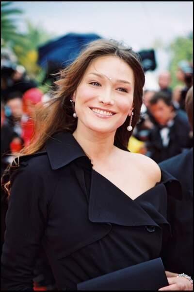 Carla Bruni, rayonnante au Festival de Cannes en 2000.