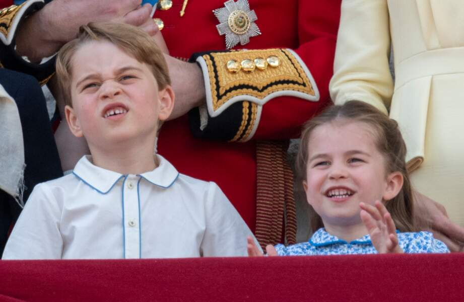Le prince George de Cambridge, la princesse Charlotte de Cambridge au balcon du palais de Buckingham