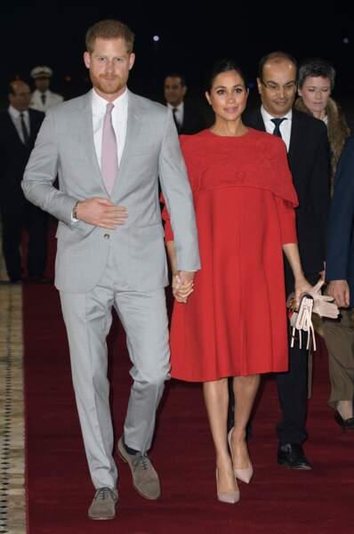 Le prince Harry et Meghan Markle main dans la main pour leur arrivée à Casablanca le 23 février 2019.