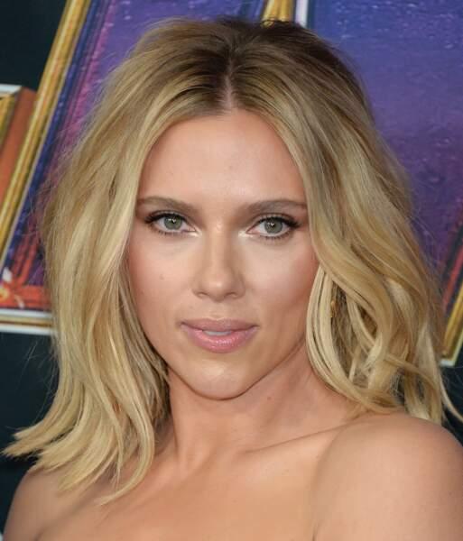 Scarlett Johansson lors de l'avant première du film Avengers à Los Angeles.