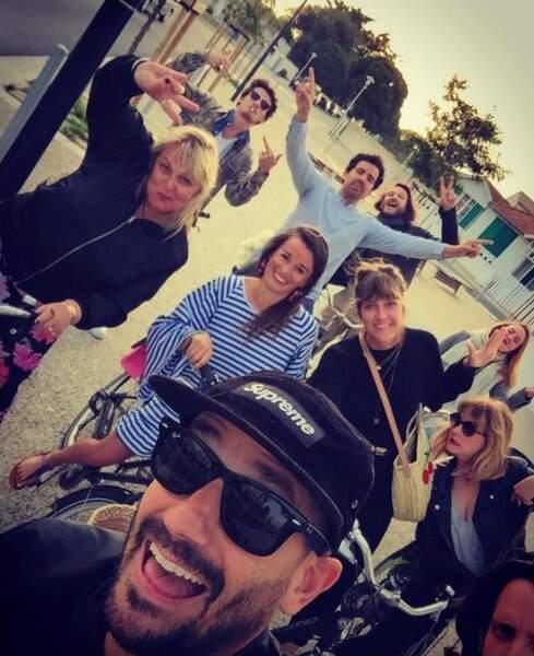 Valérie Damidot, Daphné Bürki et leur amis se baladent en vélo sur l'île de Ré