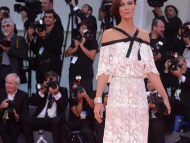 Mostra de Venise : Anna Mouglalis, sublime, les cheveux coiffés en demi-attache
