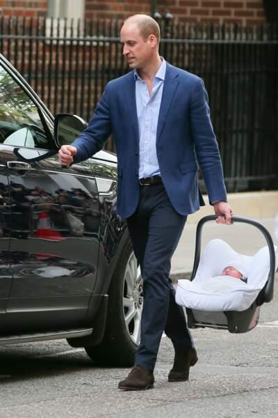 Le Prince William heureux avec son dernier fils Louis