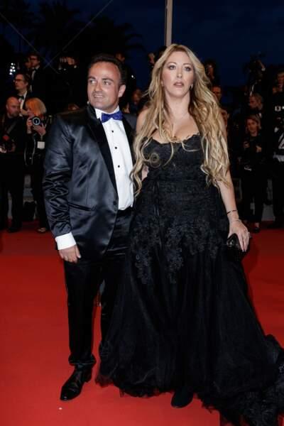 """Loana monte les marches à Cannes, pour aller voir le film """"Trois Visages"""" le samedi 12 mai"""