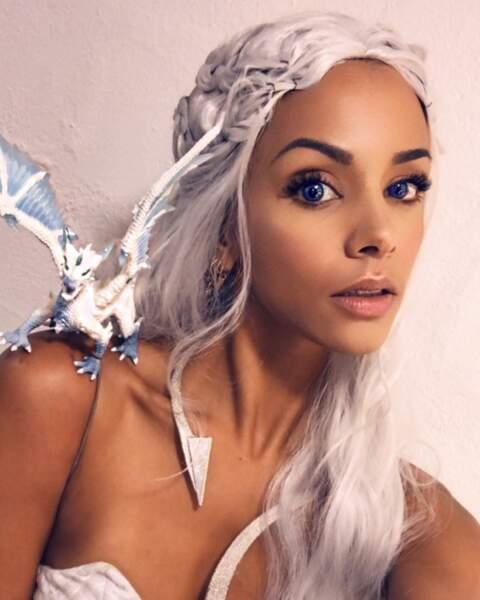 Chevelure blonde platine et tresse médiévale : quand Shy'm se mue en Daenerys de la série Game of Thrones !