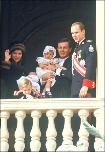 Caroline, Stefano Casiraghi, Andrea, Charlotte, Pierre et Albert de Monaco, lors de la fête nationale en 1987