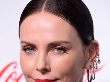 PHOTOS - Charlize Theron et ses nombreux piercing aux oreilles
