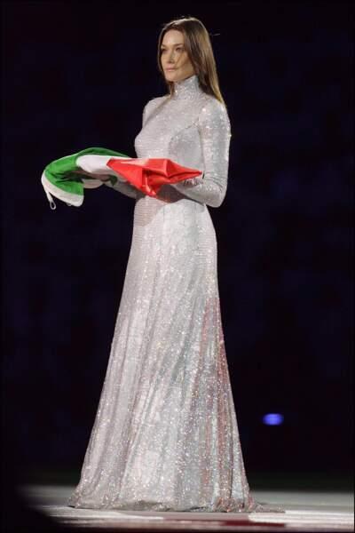 En robe longue scintillante Giorgio Armani lors de la cérémonie d'ouverture des JO de Turin en 2006