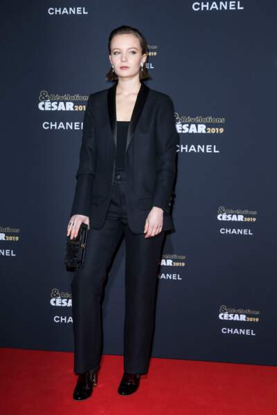 Diane Rouxel a elle aussi misé sur le costume à la soirée des révélations des Césars.