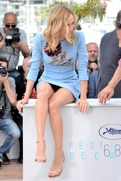 Diane Kruger avait oublié que sa robe était courte lors d'un photocall au festival de Cannes 2015.