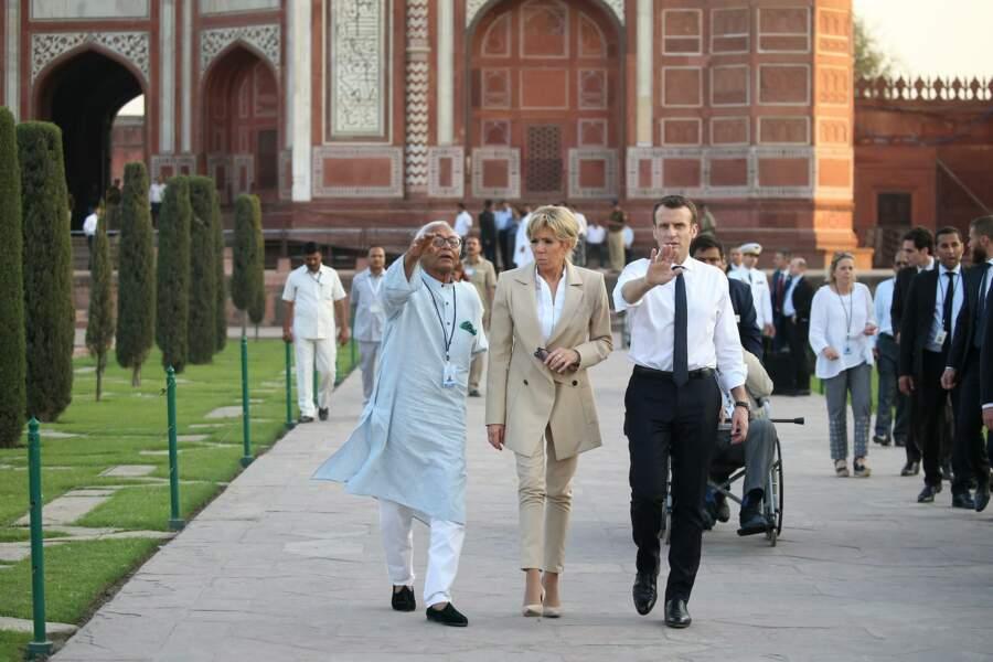 Brigitte et Emmanuel Macron visitent le Taj Mahal, en Inde, le 11 mars 2018
