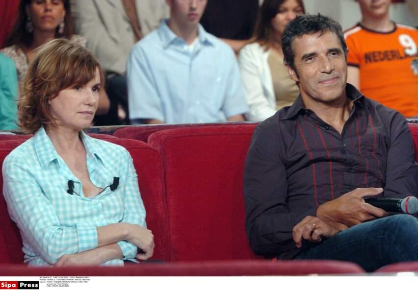 Miou-Miou et Julien Clerc sur le divan de Vivement Dimanche avec Michel Drucker en 2004.