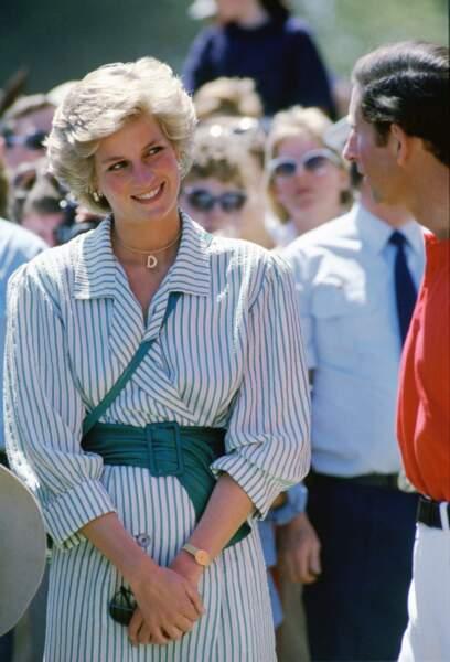 Lady Diana en robe à rayures lors d'un match de polo à Melbourne, en Australie, en 1985