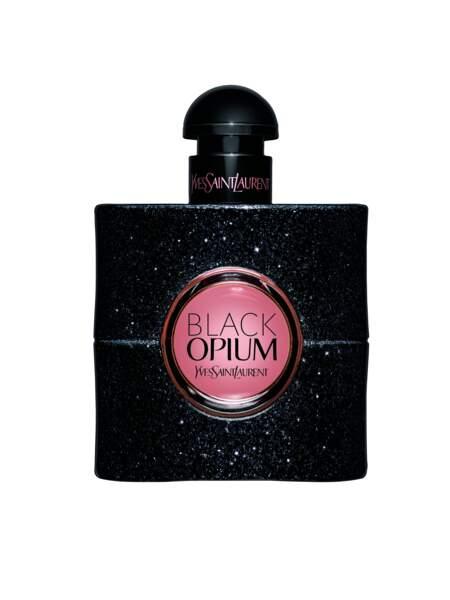 Iris Mittenaere change souvent de parfum. Cet hiver, elle a adoré Black Opium d'Yves Saint Laurent