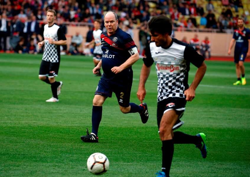 Le prince Albert II de Monaco, capitaine de son équipe de football, au Stade Louis II à Monaco, le 21 mai 2019