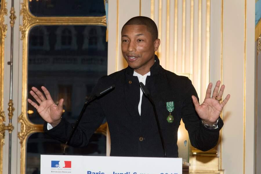 Le chanteur a appelé les jeunes à accomplir leurs rêves.