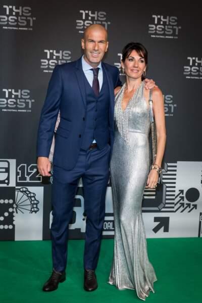 Véronique Zidane a ébloui le green carpet de sa robe argentée lors de la soirée The Best 2018