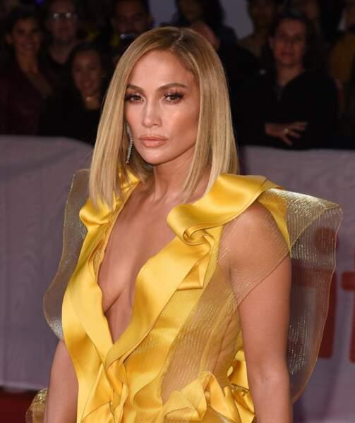 Pour l'occasion ce 7 septembre, le coiffeur de Jennifer Lopez lui avait concocté un carré plongeant blond