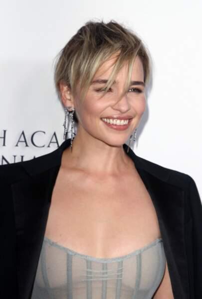 La coupe courte asymétrique d'Emilia Clarke