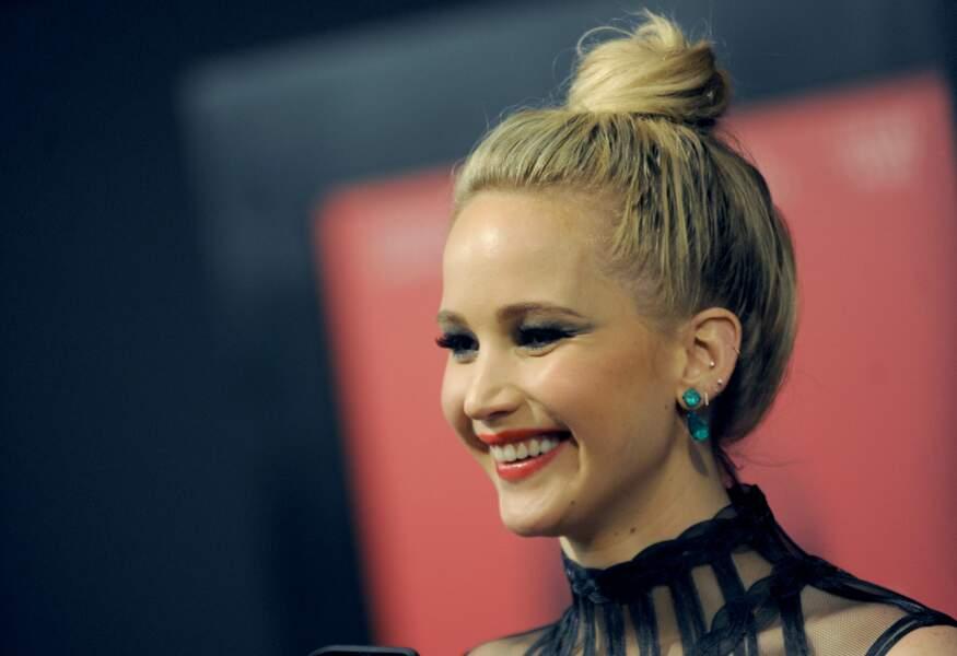 Jennifer Lawrence protège sa peau pâle et sensible sous peine de rougissements intempestifs