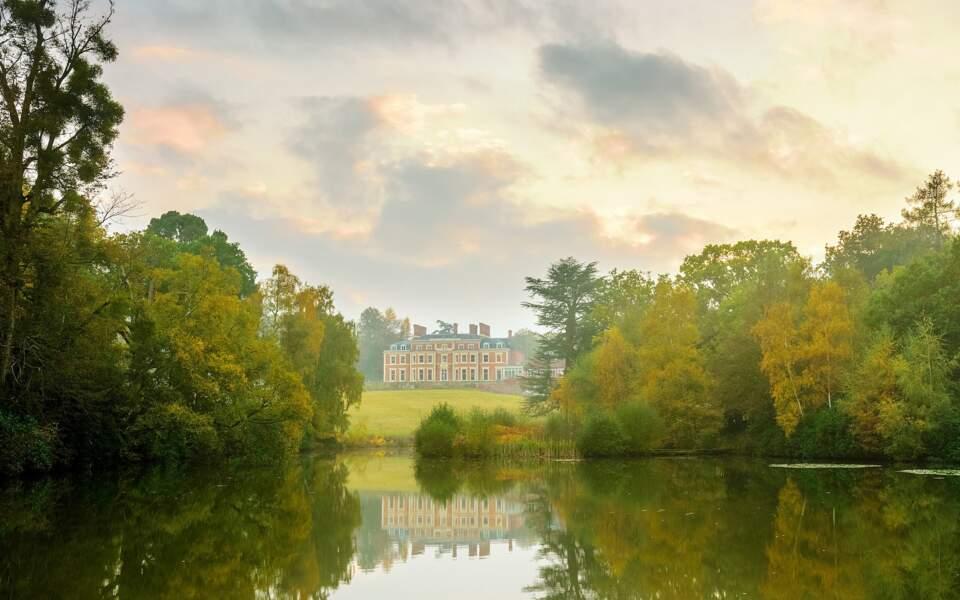 Un lieu idyllique au bord d'un lac pour une babymoon en amoureux