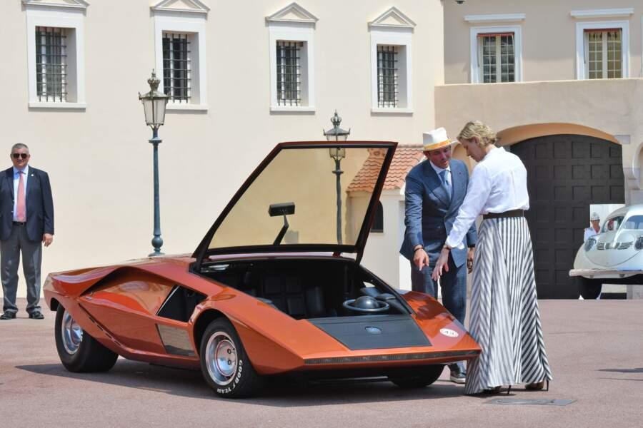 Charlène de Monaco très intéressée par les véhicules présentés