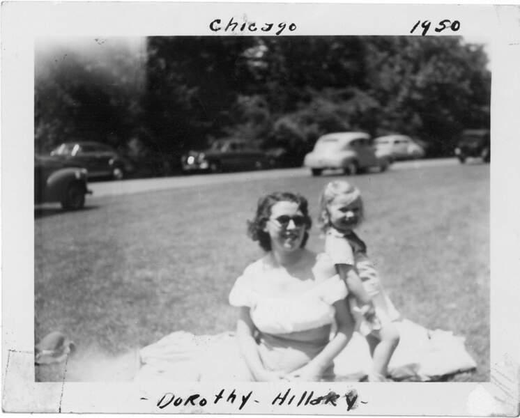 Hillary Rodham, à 3 ans avec sa mère, Dorothy (1950)