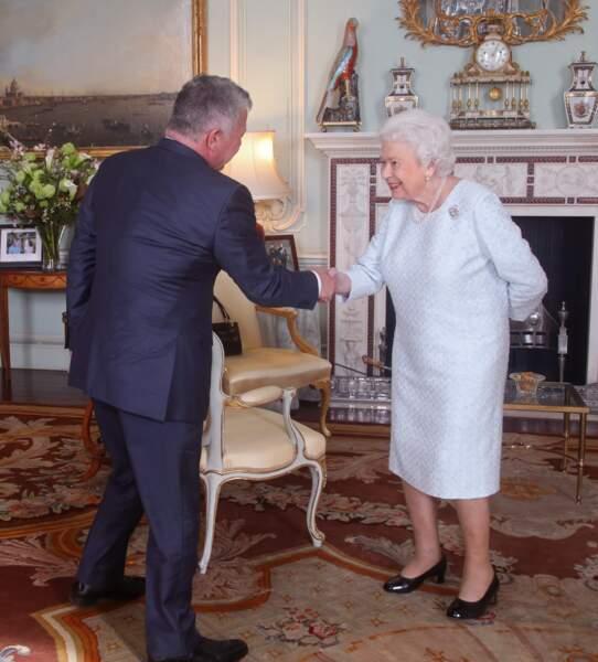 Comment s'est blessée la reine Elizabeth II ? Mystère...