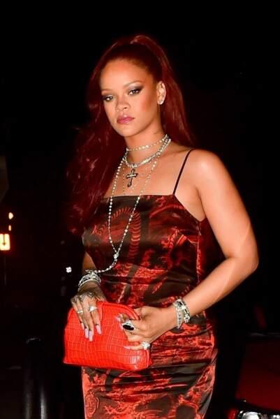 Rihanna craque pour des cheveux rouges !