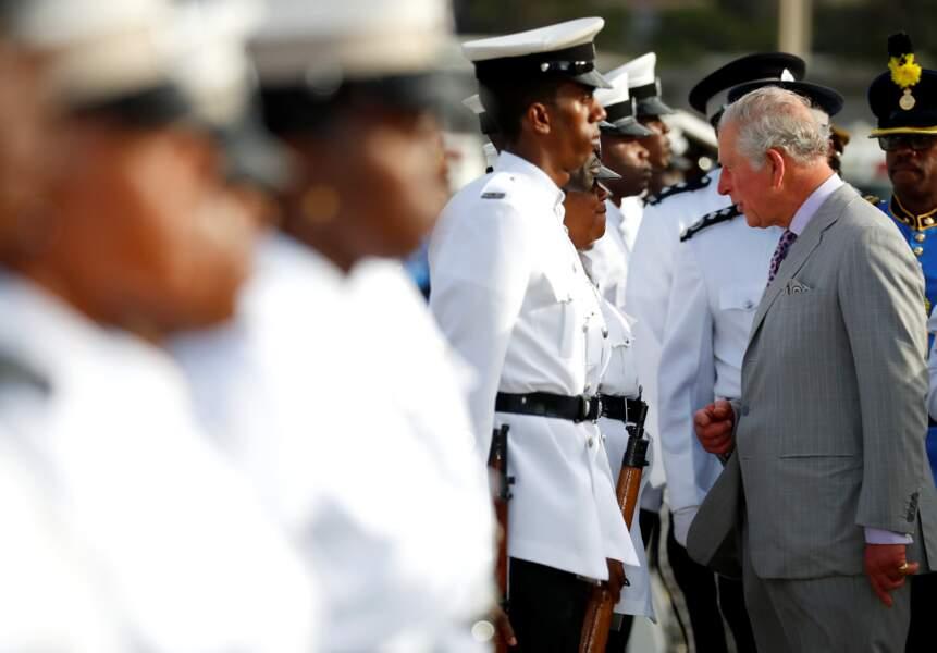 Le prince Charles assiste à une cérémonie de bienvenue à Sainte-Lucie ce dimanche 17 mars 2019.