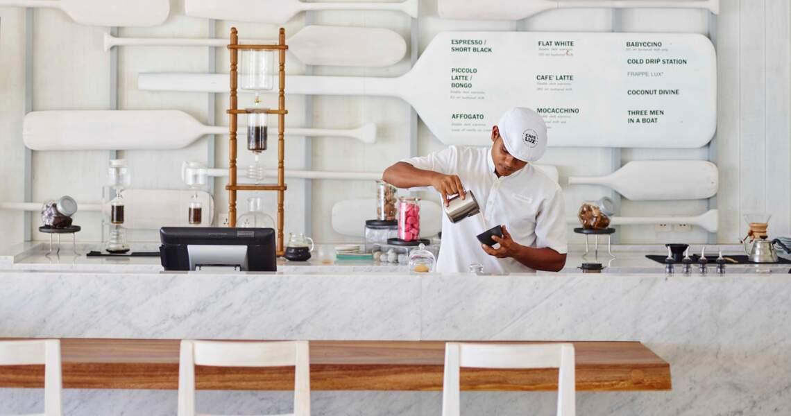 LUX* SOUTH ARI ATOLL est le seul resort à proposer plusieurs bars et 7 restaurants  sur la même île aux Maldives.