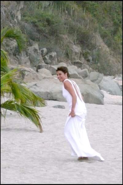 Alessandra Sublet en pleine séance photo après son mariage religieux à Saint-Barth