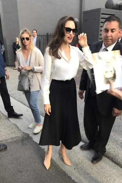 Angelina Jolie, amaigrie, signe des autographes devant la Academy of Motion Arts à Los Angeles