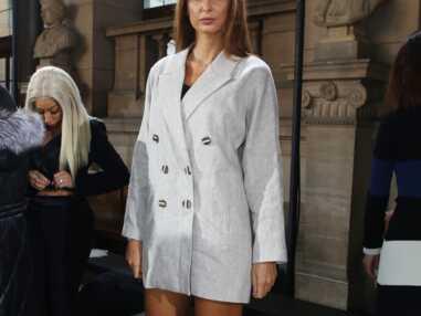 Malika Menard, sexy en cuissardes en pleine fashion week parisienne