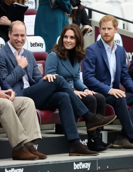 Kate Middleton, William d'Angleterre et Harry d'Angleterre, tous les trois en veste bleue