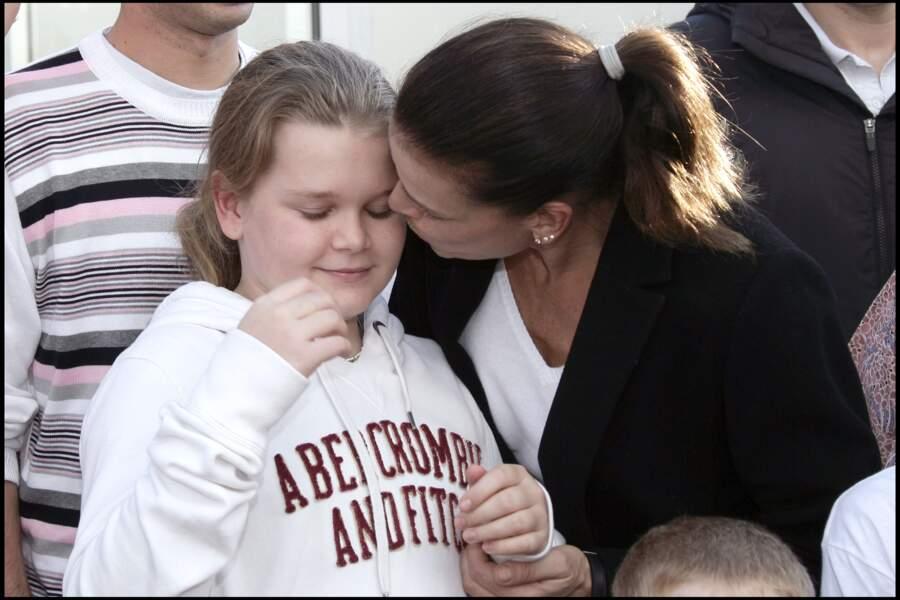 """Stéphanie et sa fille Camille, lors du coup d'envoi de la course caritative """"No Finish Line Race"""", en 2009 à Monaco"""