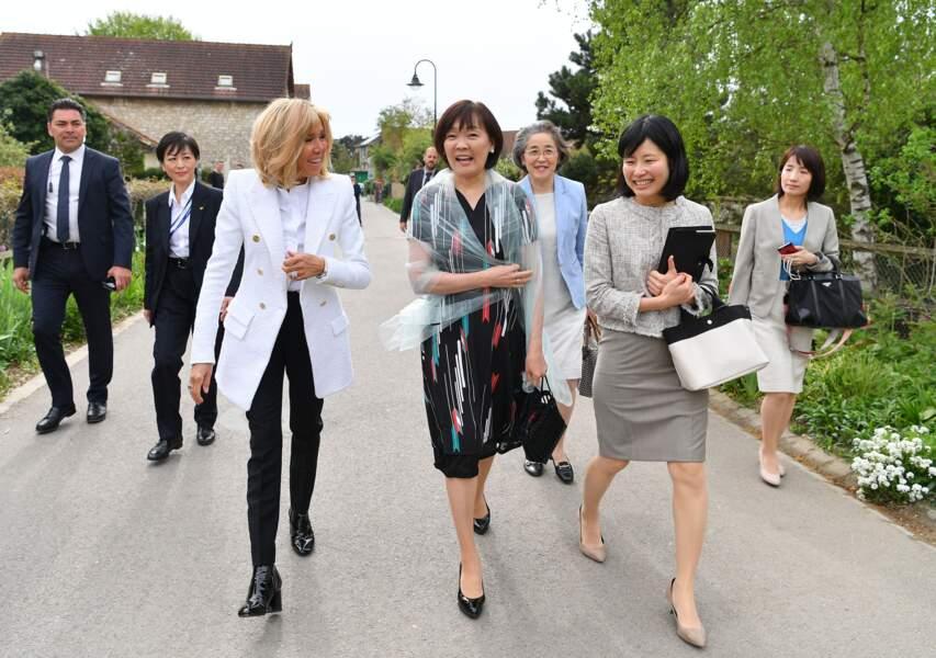Brigitte Macron et Akie Abe, femme du premier ministre du Japon, très chics à Giverny