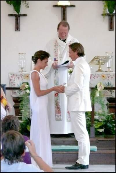 Alessandra Sublet et Thomas Volpi dans l'église anglicane de Saint-Barth lors de leur mariage en 2008