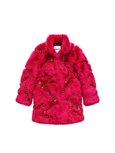 Manteau en fausse fourrure et chaines, 199 € (MOSCHINO [TV] H&M).