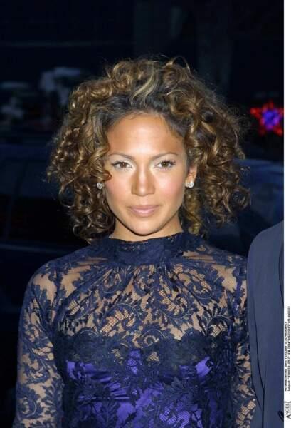 Jennifer Lopez, teint ultra bronzé et bouclettes anglaises en 2001, amoureuse de Chris Judd