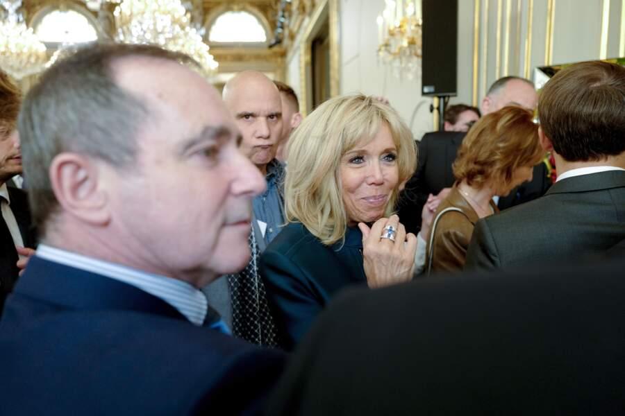 Brigitte Macron s'est montrée souriante et chaleureuse avec les invités à cette fête du 1er mai