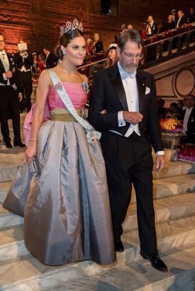 """La princesse Victoria, qui a ensuite participé au traditionnel banquet, est habituée à """"recycler"""" ses tenues"""