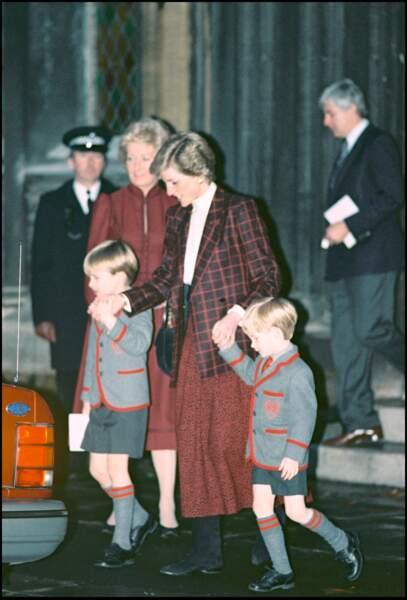 Mais avant sa mort en 2004, elle s'était plainte d'avoir été coupée de ses petits-fils, après la mort de Lady Di.