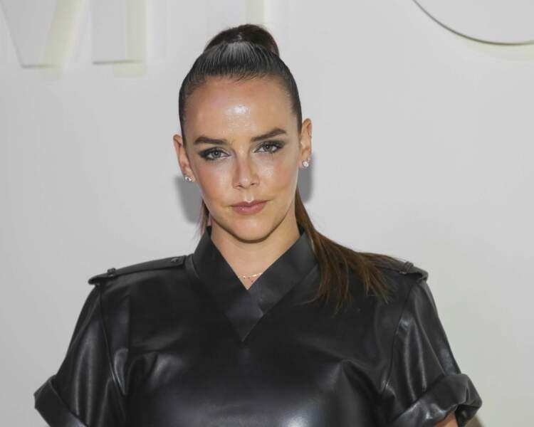 Pauline Ducruet canon avec un wet-hair et une minirobe en cuir